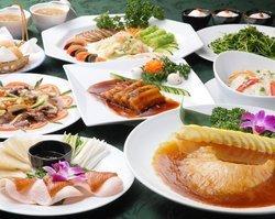 広東地方の料理をベースに本格的な味付けのオリジナル料理を多数御用意しております。